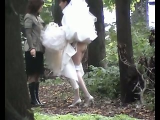 Sexy bride showed her candid..